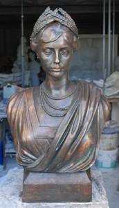 Busto in bronzo di Mafalda di Savoia.