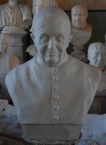 Busto in gesso di Papa Francesco.