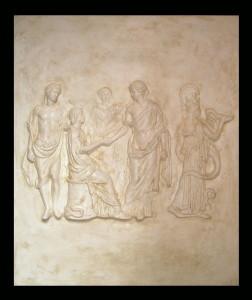 Bassorilievo LR 138 Scena mitologica con figura seduta