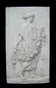Bassorilievo LR 72 Donna con ghirlanda di rose