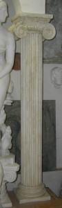 LV 111 Colonna Corinzia con capitello ionico